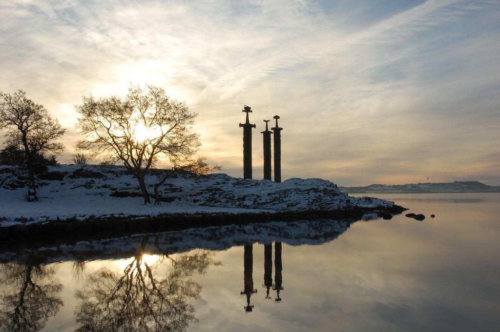 Espadas na montanha, um monumento a unificação da Noruega